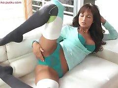 Angelika masturbaates