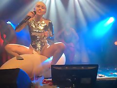 Miley Cyrus - Heavens Nightclub 2014