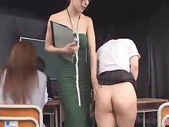 Schoolgirls Spanked Dobili Klistir v Svoje Riti