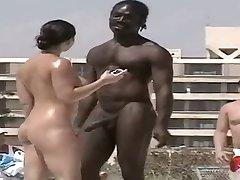 Must Mees vestlused üles abielus naine nude Beach