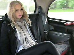 Veliki joški blondie osebnih zajebal in creampied za voznika