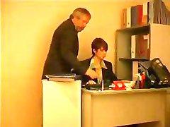 Yaşlı Patron ergen Sekreteriyle İstiyor
