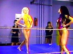 Vroče lezbijka štiri rokoborba tekmo