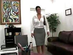 Plantureuse Secrétaire Baisée Dans Le Bureau