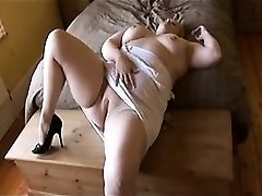 Plus-size playing Tawana from dates25com