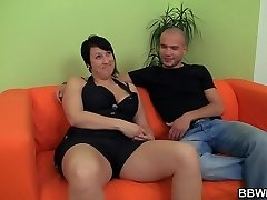 Phat girlfriend likes pussy fingering and cock riding