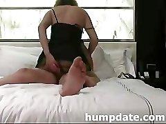 Moglie inserti giocattolo nel culo, mentre lei viene scopata