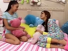 Teen Girls Plays With not Monstrous Brothers Dick-daddi