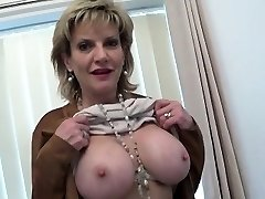 Unfaithful british cougar lady sonia displays her big tits