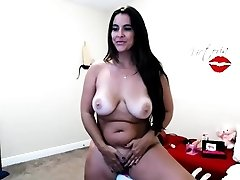 Trampy MILF loves jism on her boobs