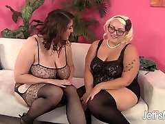 Horny Lesbians Angel DeLuca nd Jade Rose strap dildo hook-up