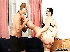 Mollige flexibele meisje geneukt