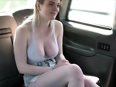 Fresh cab driver bangs his sexy customer