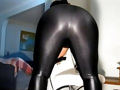 corpulent in shiny leggings & hose
