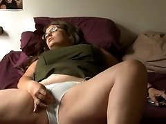 BBW girl with glasses wanks