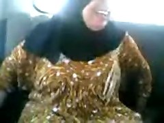 Arab COUGAR sucking and penetrating in a car