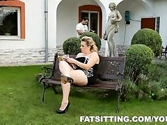 Kristy produces pleasure to her slave with facesitting