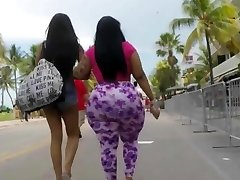 Big hefty ass jiggling in public