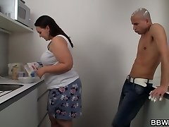 Sex with big rump plus-size on the kitchen