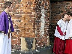 Hig Massive Priest Man Sausage Is Irresistible! - Luke Desmond, Oscar Roberts  Owen Jackson - TXXXMStudios