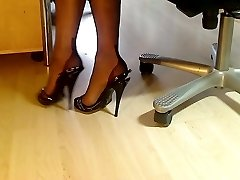 My gams in FF nylons and italian sandals