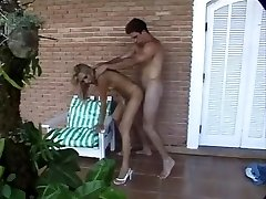 Blondie tranny has anal invasion outdoors