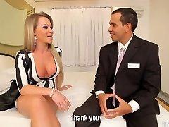 Transgirl Nikolly Gaucha takes good-sized cock