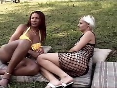 Ebony transgirl penetrates a hot chock outdoor