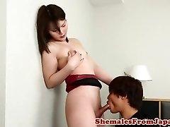 יפנית newhalf cocksucked לפני סקס אנאלי