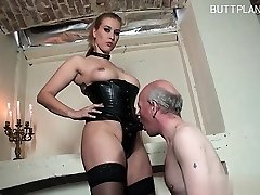 Chesty housewife extreme blow
