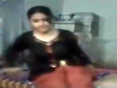 חמוד הודי נערה מוסלמית זיין על ידי השכן דוד