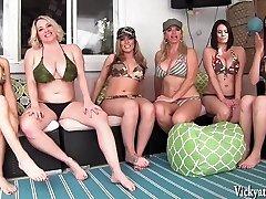 ויקי ותיק's השכונה אורגיה! 6 בנות!