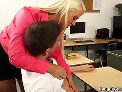 בלונדינית המורה אלורה ג ' נסון, מרצה חרמנית תלמיד ברוס