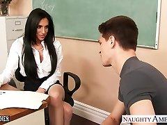 חזה גדול סקס המורה ג ' קלין טיילור מקבל דפק בכיתה