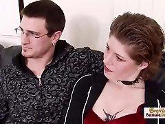 Crvenokosa татуированная MILF otme sestru's muškarcem