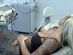 אצל רופא השיניים'ס
