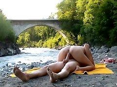 הציבור זין על הנהר