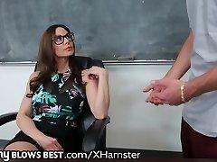 MommyBlowsBest המורה MILF רוצה זין צעיר!