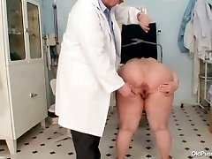 Good-sized tits fat mom Rosana gyno doctor examination