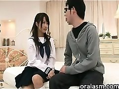 Chinese Schoolgirl Wants To Have Lovemaking