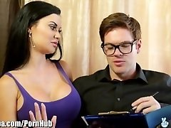 British MILF Jasmine Jae Nails Immigration Officer