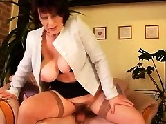 Virgin Fellow Covered Stepmom's Fur Covered Pussy With
