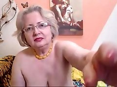 PAWG granny model on cam knows how to do her job 69084