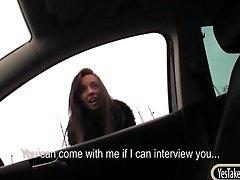 Teen חובב לשכנע פלאש הציצים שלה