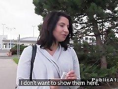 Μεγάλο στήθος αναβοσβήνει στην τσεχική δρόμους
