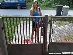 צ ' כית אמא מחליפה - מפותחת אישה בוגדת מקבלת זין לפה