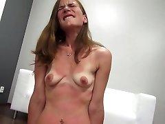 skinny redhead ragazza