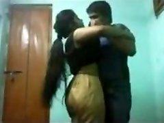 אוניברסיטה הודית מין חבר ולא חברה