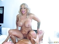Brazzers - Super-steamy Milf Alyssa Lynn is an brute