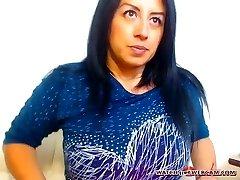 Hot latina milf caldo masturba su webcam